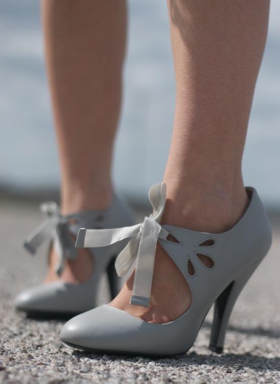 Sunglasses: Nine West | Blazer: H&M | Dress: Nordstrom Rack | Shoes: Dolce
