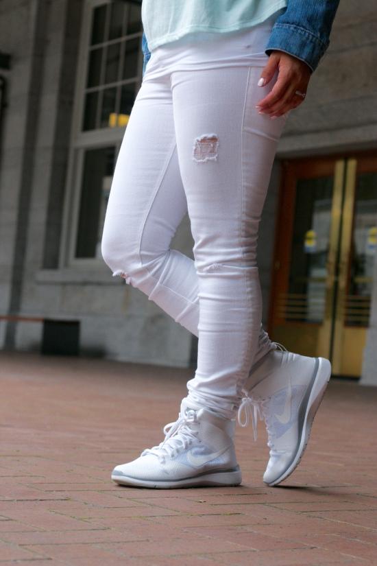 Sunglasses: Steve Madden |Necklace: Nordstrom Rack | Jacket: JCPenney | Tank: Target | Jeans: H&M | Shoes: Nike